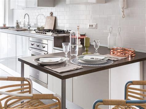 tinta pareti cucina colori pareti cucina come scegliere tinta e abbinamenti