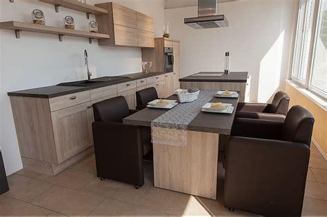Küche Mit Kochinsel Und Sitzgelegenheit by Idee K 252 Cheninsel Sitzgelegenheit