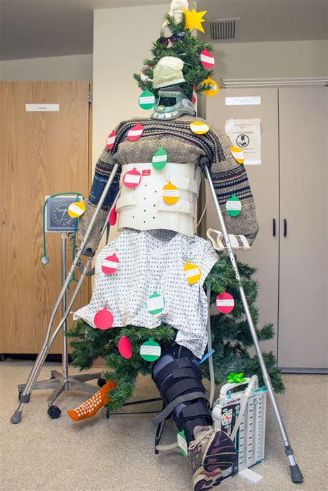 med lab christmas door 25 hospital decorations that show staff are the most creative