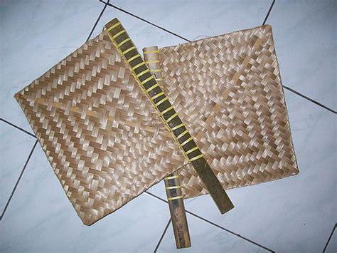 Kipas Sate tata cara membuat kipas dari anyaman bambu seni dan budaya
