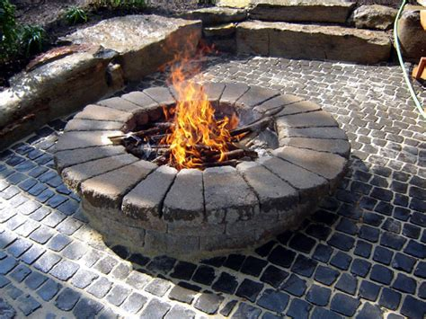 How To Build A Round Stone Fire Pit How Tos Diy Rock Firepit
