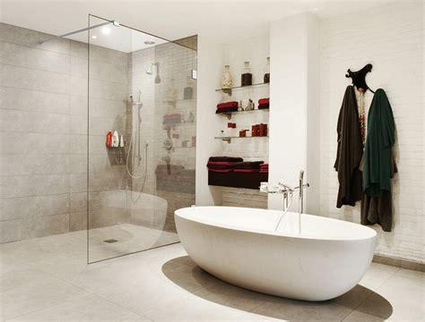 moderne badewanne mit dusche badewanne mit dusche und tr innenr 228 ume und m 246 bel ideen