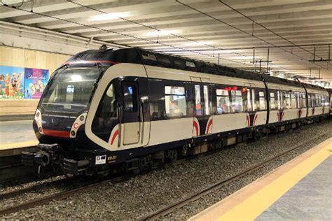 orario treni porta garibaldi napoli uomo si lancia sotto il treno a garibaldi