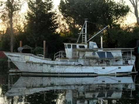 old house boats old house boat 4 by ohgodgeese on deviantart
