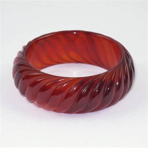 bakelite bracelet bangle vintage deeply carved tea