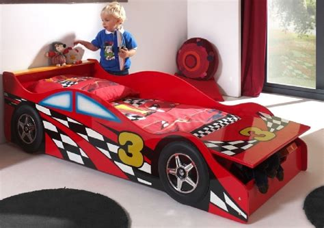 race car zimmer dekor kinderzimmer set race car komplettset jugendzimmer rot