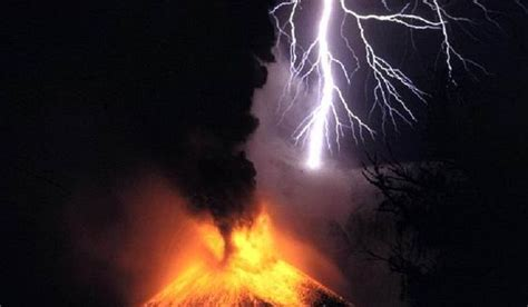 Can U Shower During A Thunderstorm by Did You Lighting Can Occur In Clouds From Volcanic