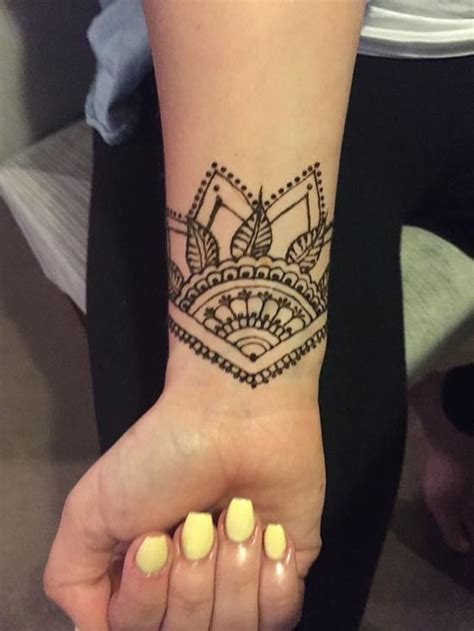 infinity henna tattoo designs wrist oltre 1000 idee su tatuaggio polso alcanna su