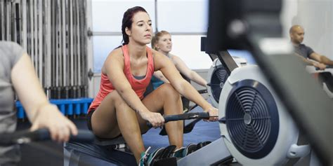 roeien sportschool 6 rowing machine mistakes you might be making and how to