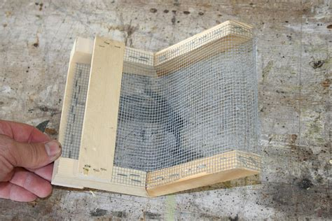 Top Bar Hive Feeder Plans by Bee Feeder Plans Pictures To Pin On Pinsdaddy