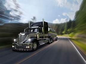 18 Wheel Truck Parking Free Semi Truck Wallpapers Wallpaper Cave