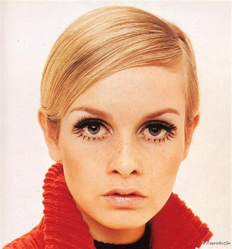 twiggy s life in 15 hairstyles daily mail online twiggy short hair blonde twiggy a maquiagem ic 244 nica de
