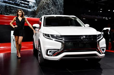 mitsubishi crossover 2015 2016 mitsubishi outlander facelift spied ahead of new york