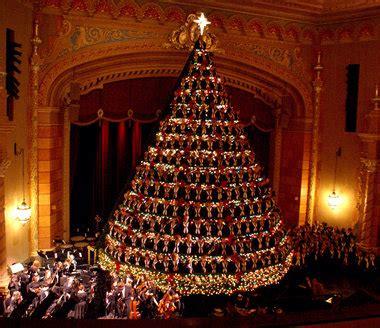 mona shores singing christmas tree boise