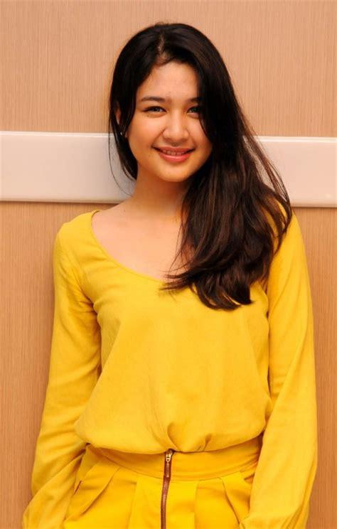 film terbaru mikha tambayong profil selebriti cantik mikha tambayong segiempat