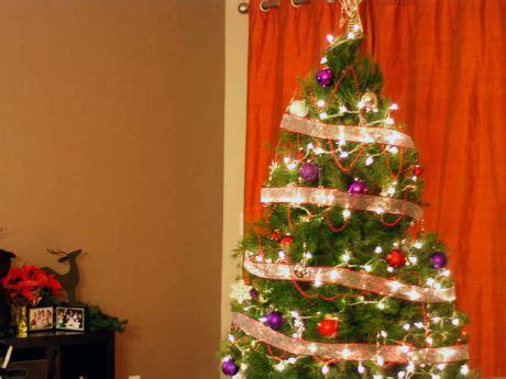 como adornar un arbol de navidad de papel 32 adornos y tendencias de arbol de navidad para decorar reciclando femeninas