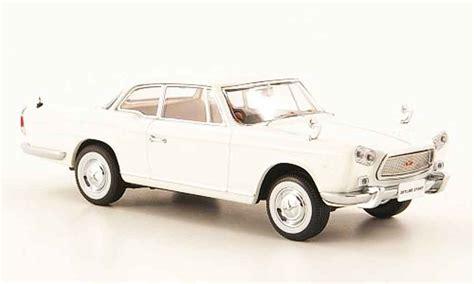 Kyosho 1 43 Nissan Prince Skyline Sport White Diecast Metal Model 0323 nissan skyline prince sport coupe white kyosho diecast