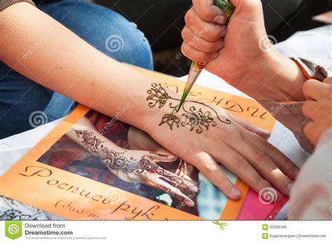 henna tattoo application process mehndi application on woman hand skin decoration