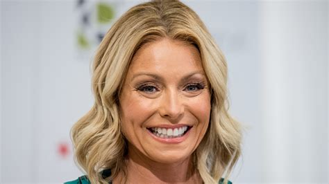 hair color kelly ripa uses what color does kelly ripa use on her hair when botox goes