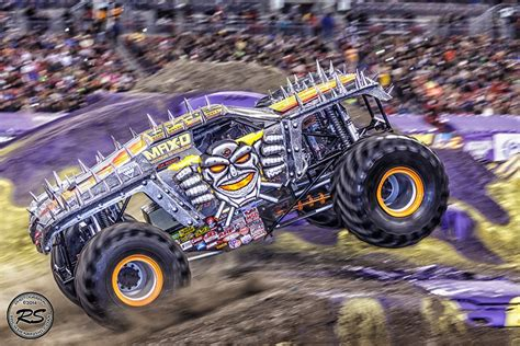 maximum destruction monster truck videos 2014 monster jam at ta s raymond james stadium jan 18th