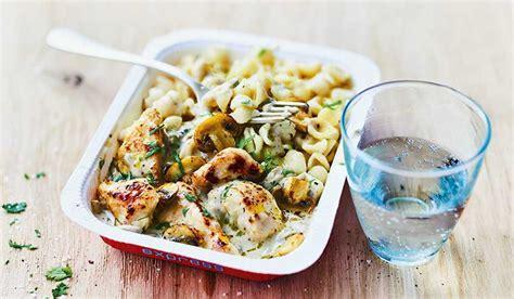 picard plats cuisin駸 poulet et petites p 226 tes sauce aux chignons surgel 233 s