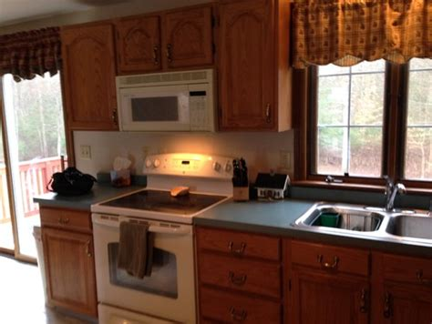 what color walls oak cabinets and blue green countertops