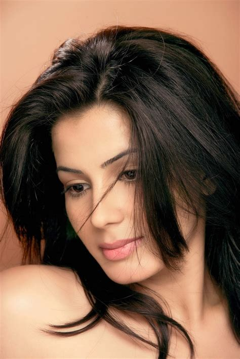 hindi film actress date of birth actress kirti kulhari age profile pictures biography