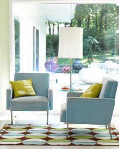 10 genius ways to make a small room look bigger babble 10 sneaky ways to make a small space look bigger sri