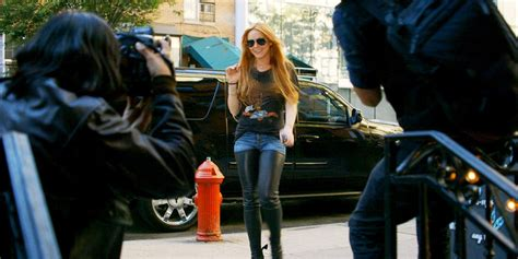 Lindsay Lohan Will Shoot The Paparazzi by How Lindsay Lohan Deals With Paparazzi Following Every