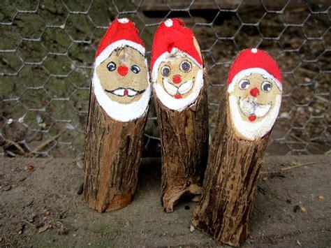 Weihnachtsmann Aus Baumstamm by Weihnachtsdeko Weihnachtsmann Weihnachten Holz Baumstamm
