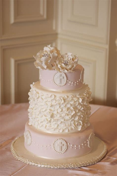 Holy Communion Decorations by Best 25 Holy Communion Cakes Ideas On