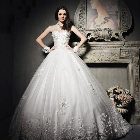 vintage princess wedding dress with sweetheart