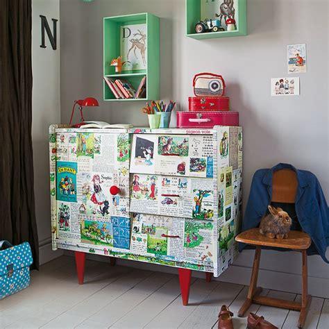 meuble pour chambre enfant un meuble recouvert d images pour enfant
