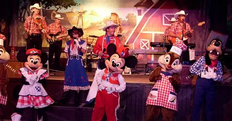 mickeys backyard barbecue disney character dining 101 where to find your favorite disney pals in restaurants