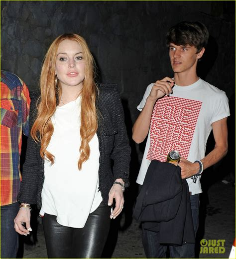 lindsay lohan friends full sized photo of lindsay lohan out guy friends 02