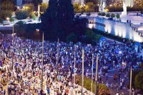 dove ha sede il parlamento atene si rivolta a tsipras il popolo no in piazza