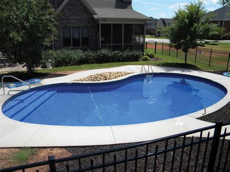 kidney shaped pools best 25 kidney shaped pool ideas on pinterest swimming