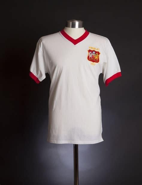Mu Retro Wembly 17 best images about manchester united on home track and jackets