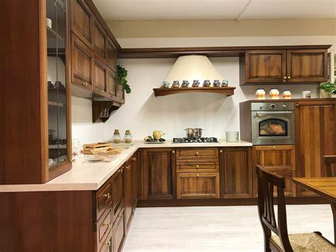 cucine noce cucina noce classica ad angolo di gm cucine in offerta