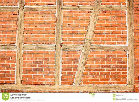 wann kommen die nã chsten folgen the walking dead alte backsteinwand mit holzbalken als hintergrund