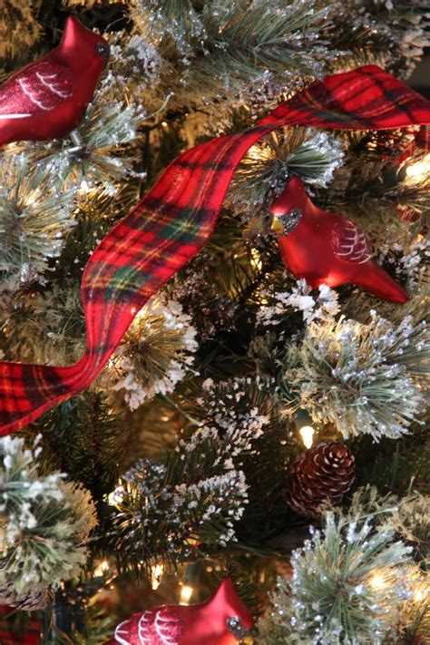 christmas tree decorating ideas with plaid ribbon idea for themed trees