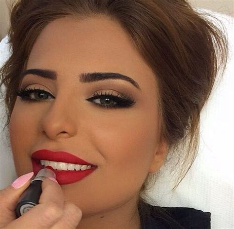 Eye Berry Cafe neutral with a pop of on the this makeup look is the pair to the