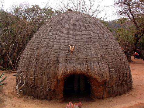 hutte nomade ficheiro hutte swazi jpg wikip 233 dia a enciclop 233 dia livre