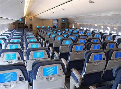 THE BOEING 777 | swiftcruise United Airlines 777 Interior