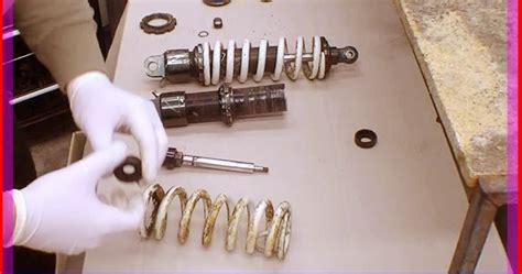 Shock Breaker Teana Sport Der Depan 1 cara memperbaiki shockbreaker motor yang bocor otokawan cara otomotif harga mobil dan