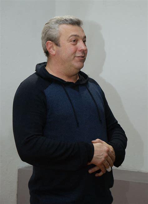 Седой композитор фото