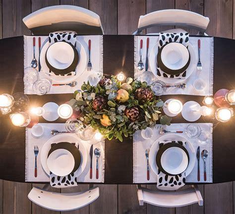 tavole preparate per natale una tavola apparecchiata con stile