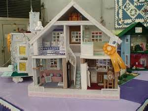 plastic dolls houses plastic canvas doll house craft ideas pinterest