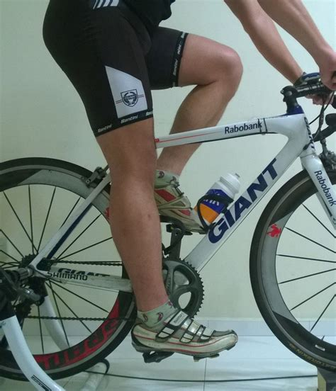 mountain bike seat height adjustment how to adjust my bicycle saddle height correctly activesg