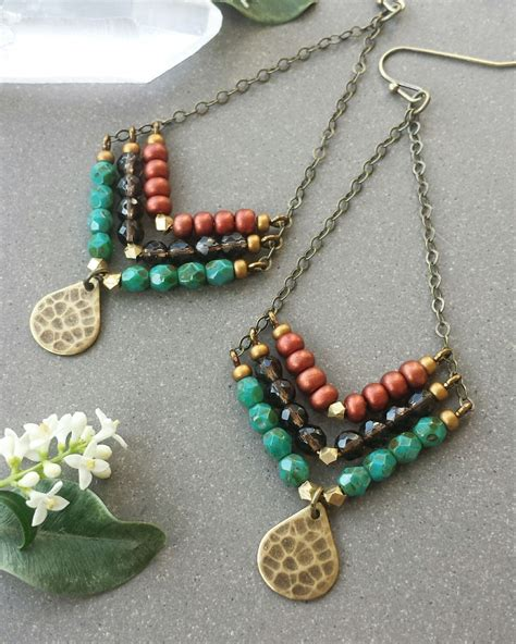 Gelang Fashion Gemstone Bohemian beaded gemstone chevron earrings in brass gt gt faceted smoky quartz turquoise and metallic